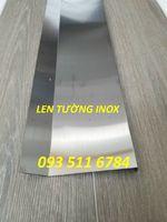 Len-chân-tường-inox.jpg